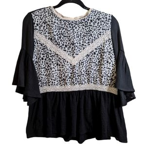 UMGEE  leopard print bell sleeve blouse size small